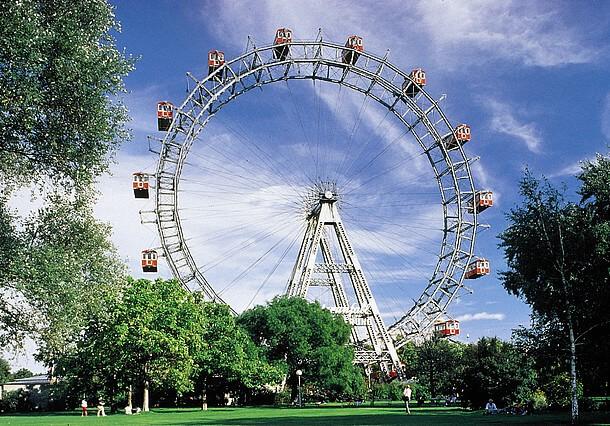 Riesenrad-im-prater-in-wien-2-