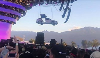 jaden-smith-in-coachella-performansinda-tesla-model-x-sov-yapti-1555329780